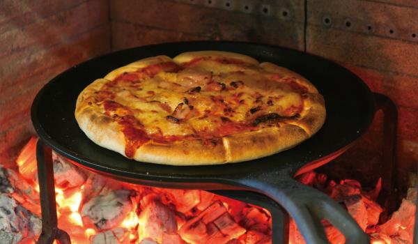 オーブン料理ができる火室
